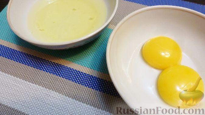 Фото приготовления рецепта: Венгерский пирог с айвой - шаг №3