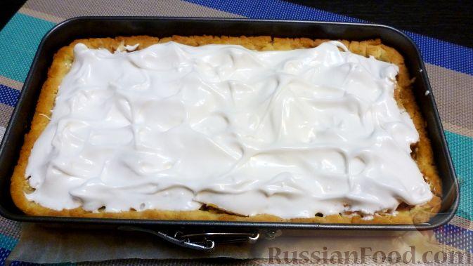 Фото приготовления рецепта: Венгерский пирог с айвой - шаг №11