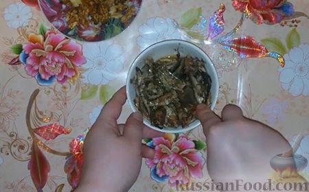 """Фото приготовления рецепта: Праздничный салат """"Собачка"""" - шаг №1"""