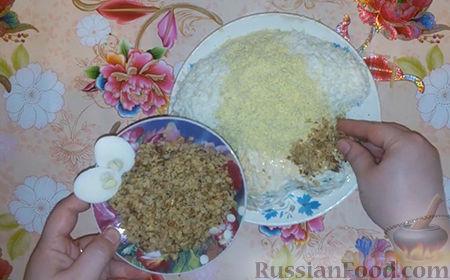 """Фото приготовления рецепта: Праздничный салат """"Собачка"""" - шаг №16"""