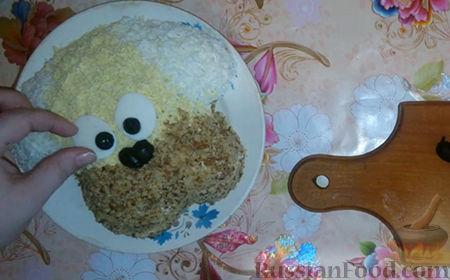 """Фото приготовления рецепта: Праздничный салат """"Собачка"""" - шаг №18"""