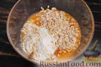 Фото приготовления рецепта: Овсяная запеканка с хурмой - шаг №5