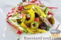 Фото к рецепту: Салат с крабовыми палочками, овощами и хурмой (без майонеза)