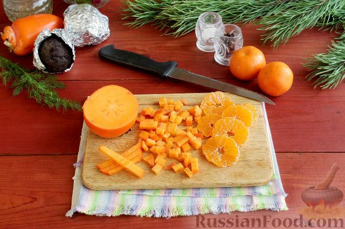 Фото приготовления рецепта: Праздничный салат со свеклой, тыквой и хурмой - шаг №4