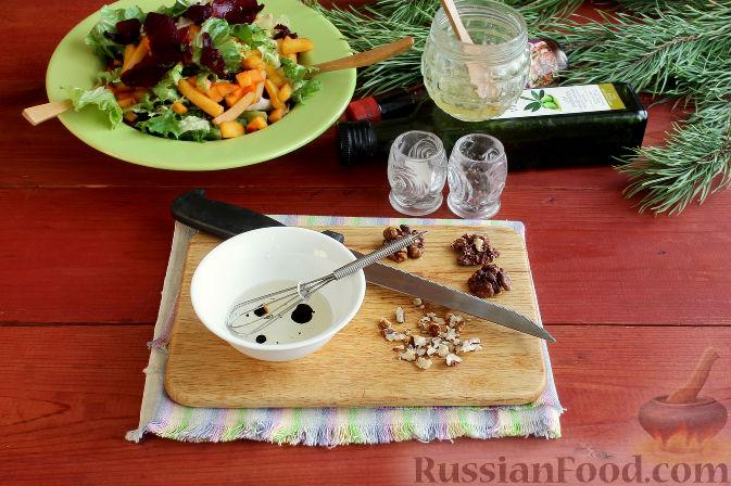 Фото приготовления рецепта: Праздничный салат со свеклой, тыквой и хурмой - шаг №7