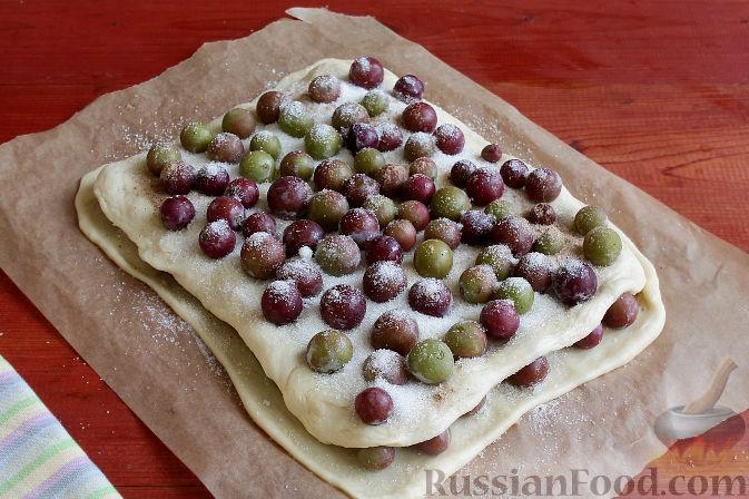Фото приготовления рецепта: Тосканский пирог с виноградом - шаг №13