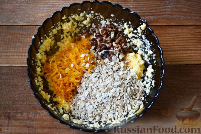 Фото приготовления рецепта: Кексы с тыквой, орехами и овсяными хлопьями - шаг №4
