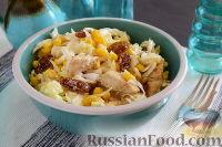 Фото к рецепту: Салат с курицей, пекинской капустой и горчично-медовой заправкой