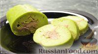 Фото к рецепту: Рулет из брокколи с грибной начинкой