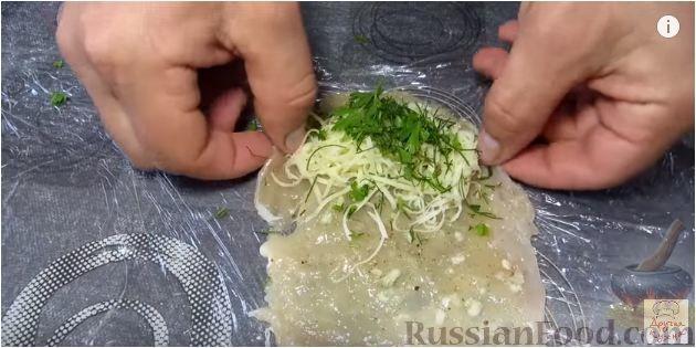 Фото приготовления рецепта: Булочки с вишнёвым вареньем, изюмом и орехами - шаг №13