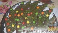 """Фото к рецепту: Шоколадное песочное печенье """"Ёлочки"""" с глазурью"""