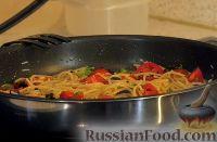 Фото к рецепту: Паста с беконом и овощами