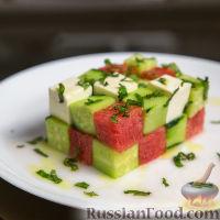 Фото к рецепту: Салат с арбузом, фетой и огурцом