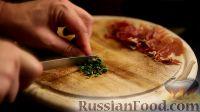 Фото приготовления рецепта: Салат с дыней, прошутто и мятой - шаг №4