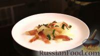 Фото приготовления рецепта: Салат с дыней, прошутто и мятой - шаг №6