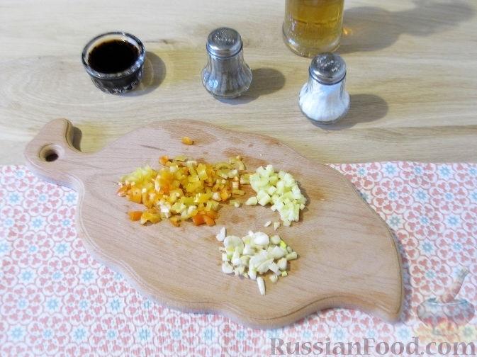 Фото приготовления рецепта: Дрожжевой пирог с картошкой, грибами и зелёным луком - шаг №20