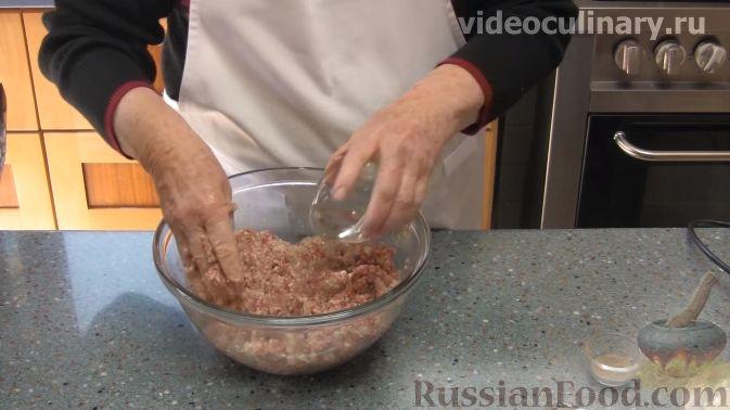 Фото приготовления рецепта: Курица, тушенная с квашеной капустой - шаг №15
