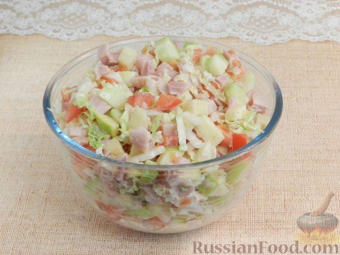 Фото приготовления рецепта: Салат с копченой курицей и яблоком - шаг №9