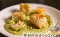 Фото к рецепту: Картофельные крокеты с лососем и сливочным кремом из зелёного горошка