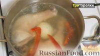 Фото приготовления рецепта: Куриный бульон с лапшой и яйцом - шаг №3