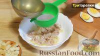 Фото приготовления рецепта: Куриный бульон с лапшой и яйцом - шаг №4