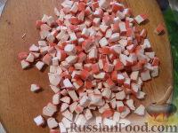 Фото приготовления рецепта: Салат с кальмарами и крабовыми палочками - шаг №5