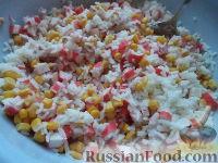 Фото приготовления рецепта: Салат с кальмарами и крабовыми палочками - шаг №7