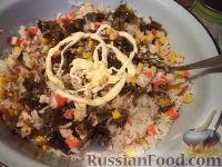 Фото приготовления рецепта: Салат с кальмарами и крабовыми палочками - шаг №8