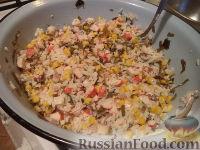 Фото приготовления рецепта: Салат с кальмарами и крабовыми палочками - шаг №9