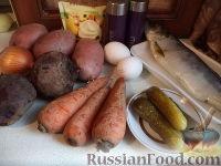 """Фото приготовления рецепта: Салат """"Селедка под шубой"""" с маринованными огурцами - шаг №1"""