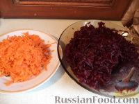 """Фото приготовления рецепта: Салат """"Селедка под шубой"""" с маринованными огурцами - шаг №2"""