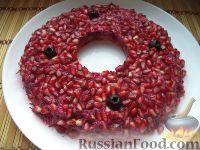 Фото к рецепту: Салат «Гранатовый браслет» с печенью трески