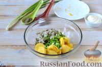 Фото приготовления рецепта: Яйца, фаршированные свеклой и сельдью - шаг №6
