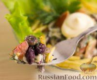 """Фото к рецепту: Салат """"Гости на пороге"""" (с грибами и фасолью)"""
