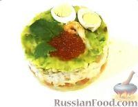 """Фото к рецепту: Салат """"Трио"""" с семгой, осетриной и раковыми шейками"""