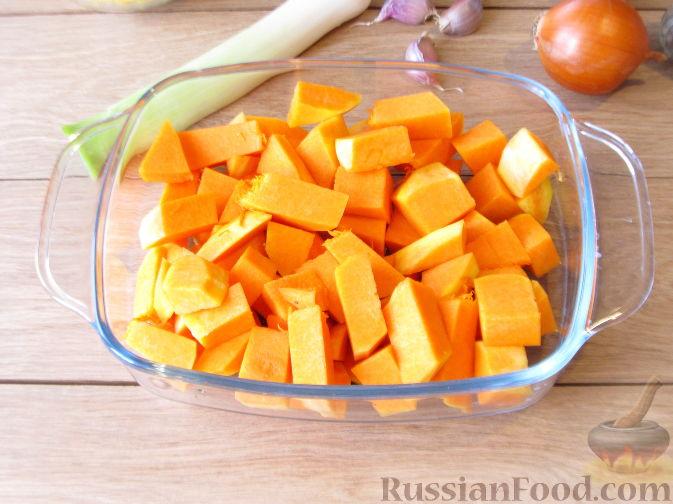 Фото приготовления рецепта: Тыквенный суп-пюре с кукурузой - шаг №2