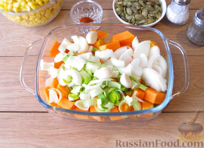Фото приготовления рецепта: Тыквенный суп-пюре с кукурузой - шаг №3