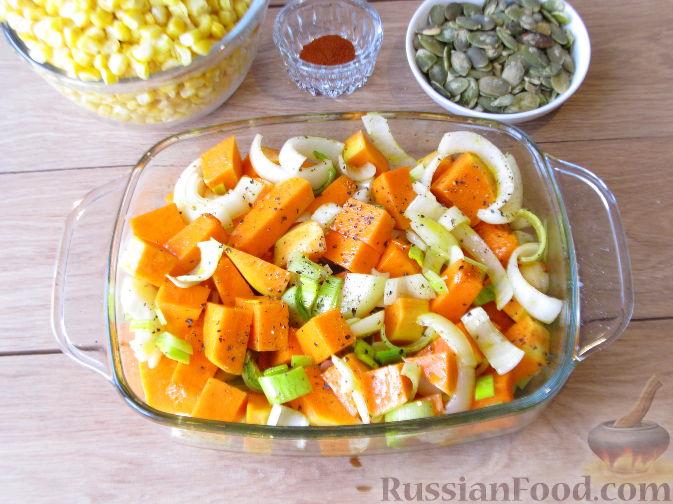 Фото приготовления рецепта: Тыквенный суп-пюре с кукурузой - шаг №4