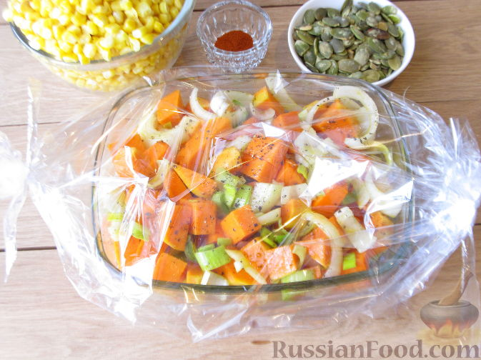 Фото приготовления рецепта: Тыквенный суп-пюре с кукурузой - шаг №5