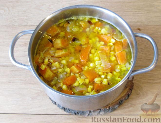 Фото приготовления рецепта: Тыквенный суп-пюре с кукурузой - шаг №8