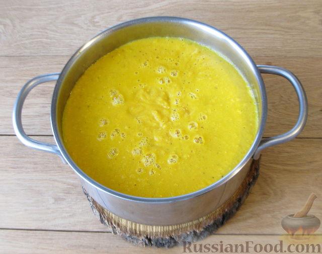 Фото приготовления рецепта: Тыквенный суп-пюре с кукурузой - шаг №9