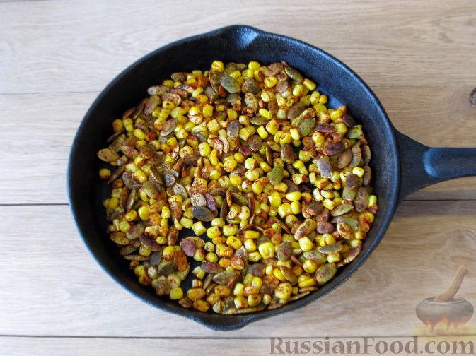Фото приготовления рецепта: Тыквенный суп-пюре с кукурузой - шаг №11
