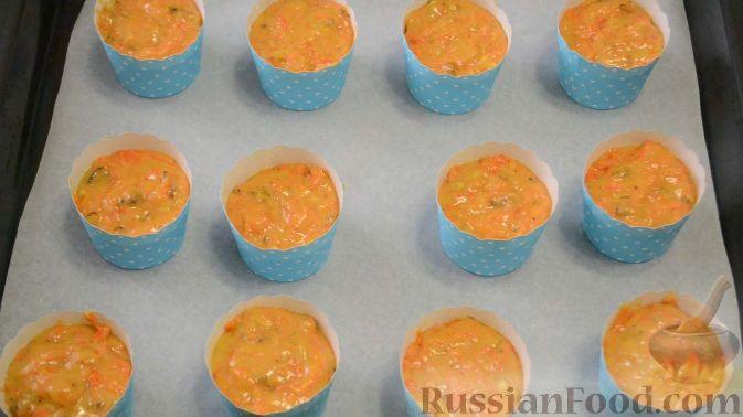 Фото приготовления рецепта: Куриные сердечки, тушенные с болгарским перцем и помидорами - шаг №3