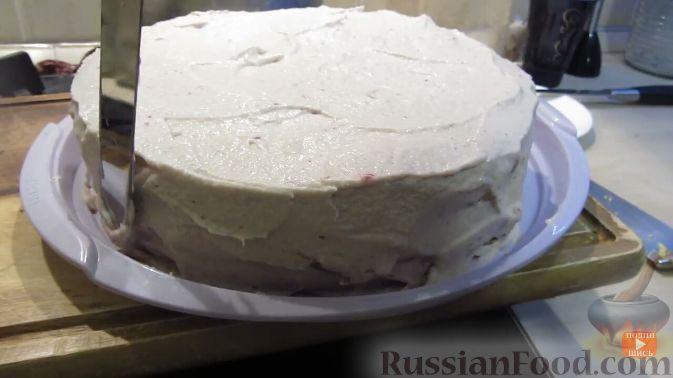 Фото приготовления рецепта: Домашний клюквенный торт - шаг №16