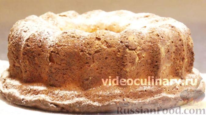 Фото приготовления рецепта: Домашний хлеб, запечённый с пряным маслом, сыром и зеленью - шаг №17