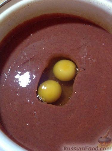 Фото приготовления рецепта: Свиные отбивные, тушенные в томатном соусе, с сыром (в духовке) - шаг №8