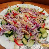 Фото к рецепту: Салат с курицей и грушей