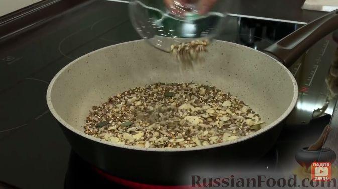 Фото приготовления рецепта: Салат из пекинской капусты, с мивиной - шаг №3