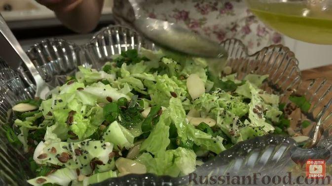 Фото приготовления рецепта: Салат из пекинской капусты, с мивиной - шаг №6