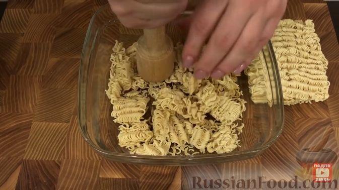 Фото приготовления рецепта: Салат из пекинской капусты, с мивиной - шаг №7